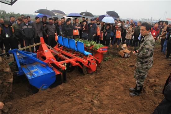 江苏省作物移栽机械化工程技术研究中心组织农机鉴定培训
